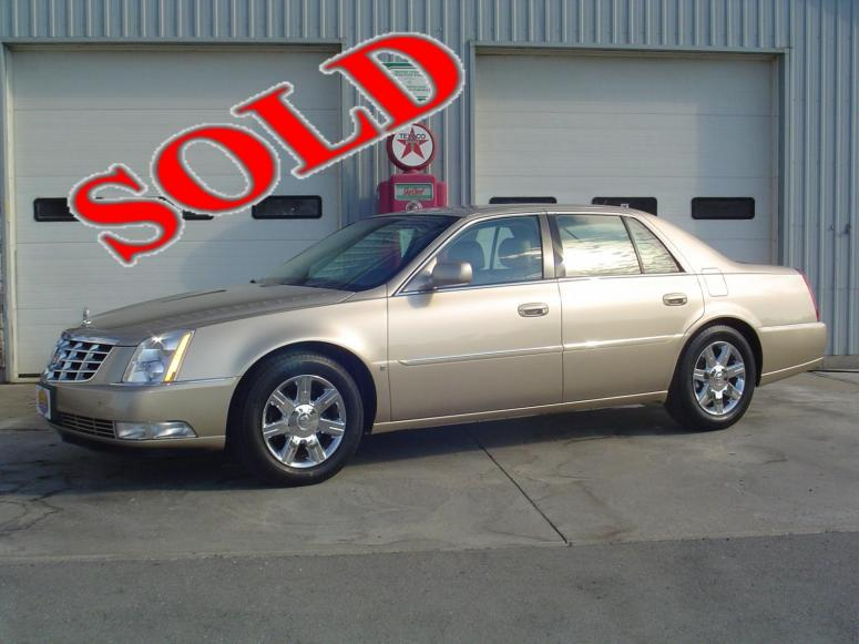 2006 CADILLAC DTS - IMMACULATE CONDITION